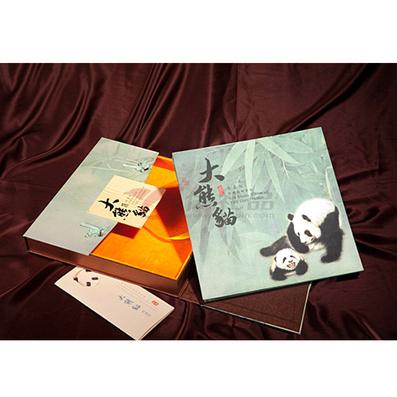 《大熊猫》真丝邮票册