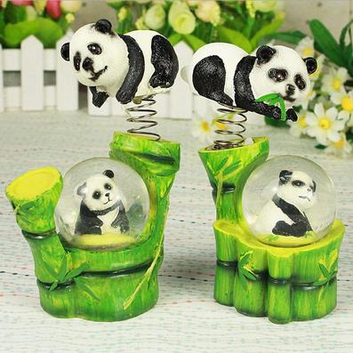 熊貓爬竹竿水球+彈簧創意樹脂工藝品定制