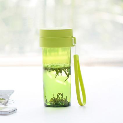 emoi基本生活 环保随手杯学生杯 便携水杯防漏 带滤网茶杯H1082 透明绿色  480ml定制