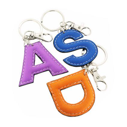 PU皮質鑰匙扣掛件促銷小禮品定制外形可做26個字母