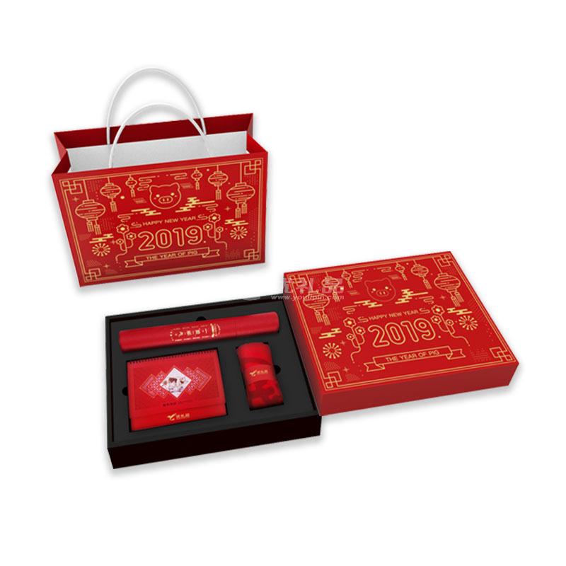 新年礼盒套装年会礼品定制 围巾春联台历礼盒套装定制
